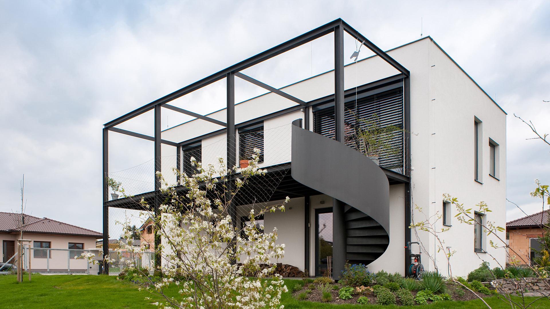 Family home with a garage   - Family home with a garage